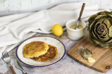 Kartoffel-Sauerkraut-Taler mit Artischocken-Senf-Dip
