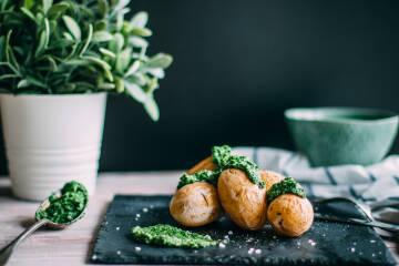 Salzkartoffeln mit Feldsalatpesto