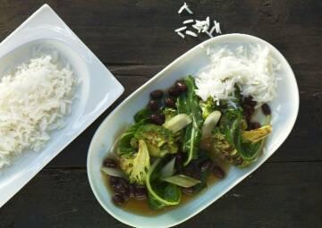 Wochenplan Vitamin C:  brokkoli und mangold mit azuki bohnen